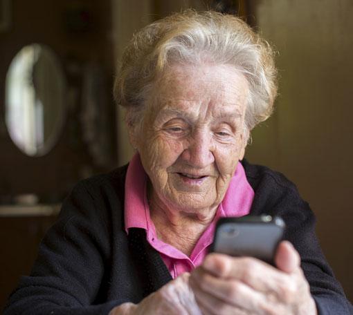 elderly-woman-smartphone-510