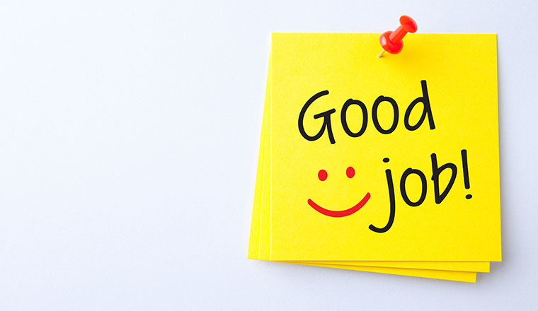 "A photo of a post it note saying: ""Good job"""