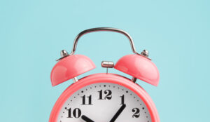 A picture of a pink alarm clock