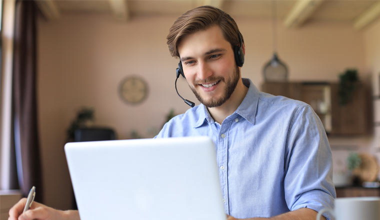 A picture of an agent working in home office