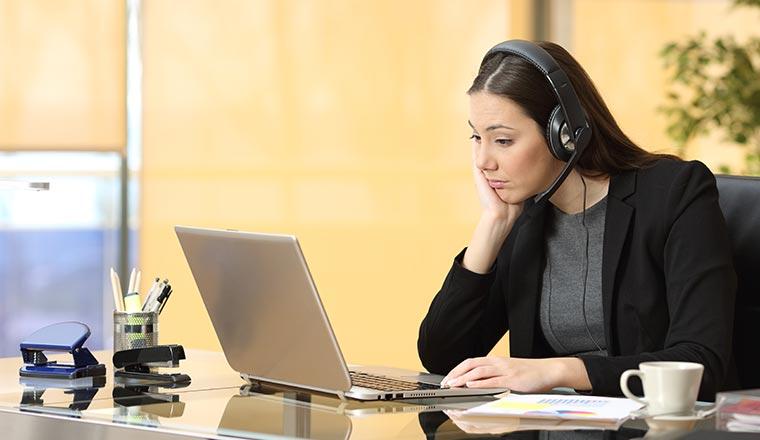 A photo of a bored contact centre advisor