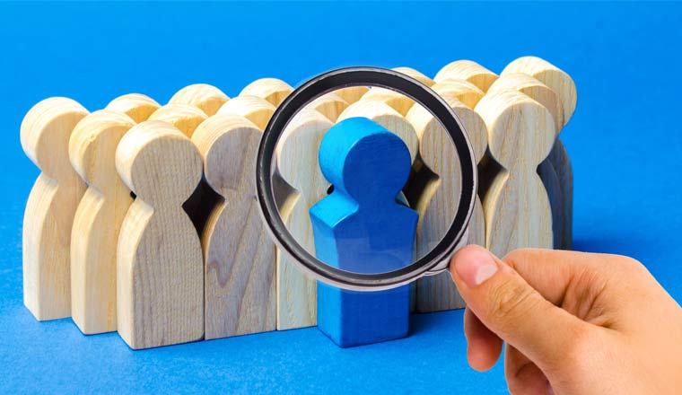 A picture of a magnifying glass selecting a blue wooden object